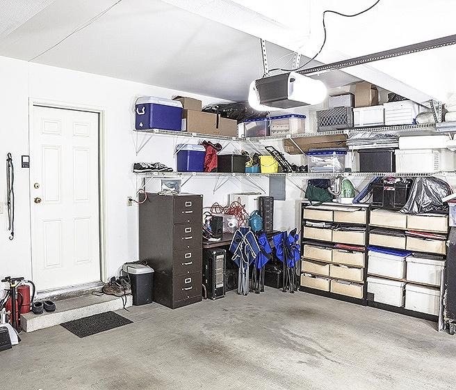 Organized workshop in garage