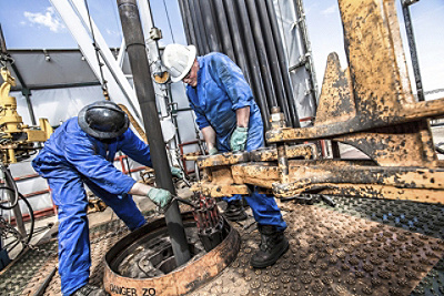 hydraulic oil gas drilling workers top
